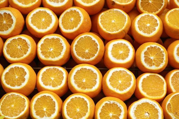 Oranges coupées en deux Photo gratuit