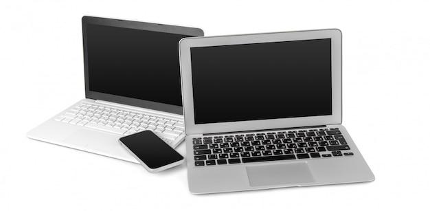 Ordinateur portable et téléphone portable isolé sur blanc Photo Premium