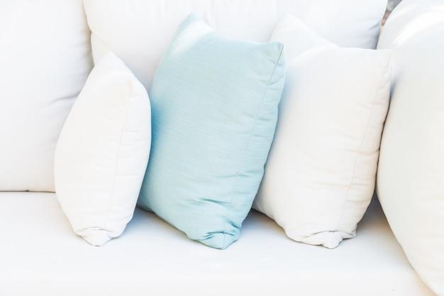 Oreiller sur le canapé-lit Photo gratuit
