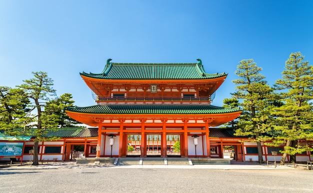 Otenmon, La Porte Principale Du Sanctuaire Heian à Kyoto - Japon Photo Premium