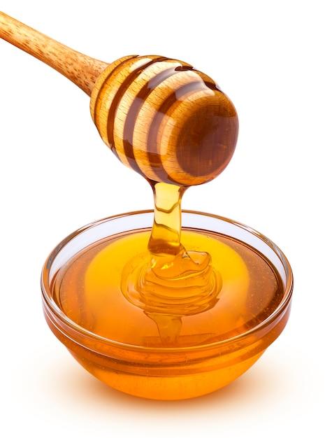 Ourse au miel et verser le miel isolé sur blanc Photo Premium