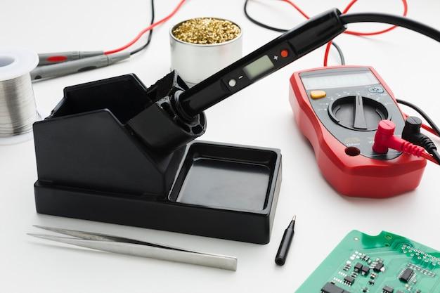 Outil De Réparation De Circuits En Gros Plan Photo gratuit