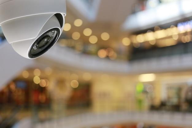Outil de vidéosurveillance dans un centre commercial équipement pour systèmes de sécurité. Photo Premium