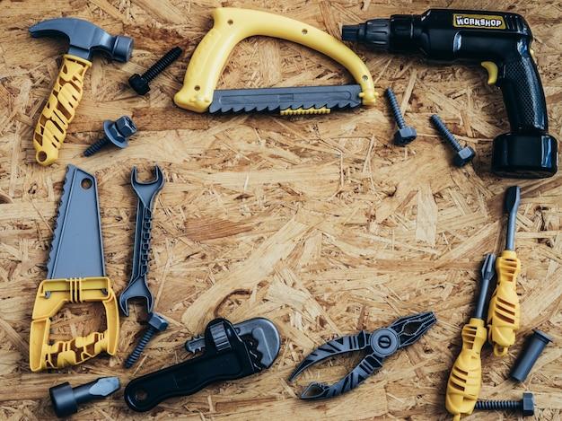 Outils et instruments sur fond en bois Photo Premium