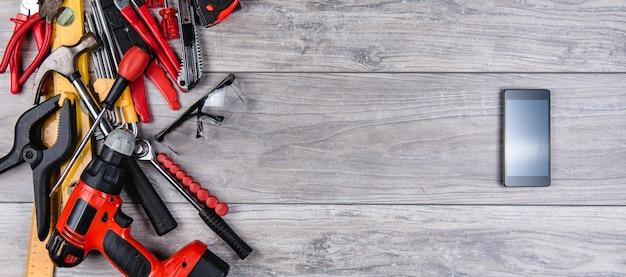 Outils à main de construction poser à plat Photo Premium