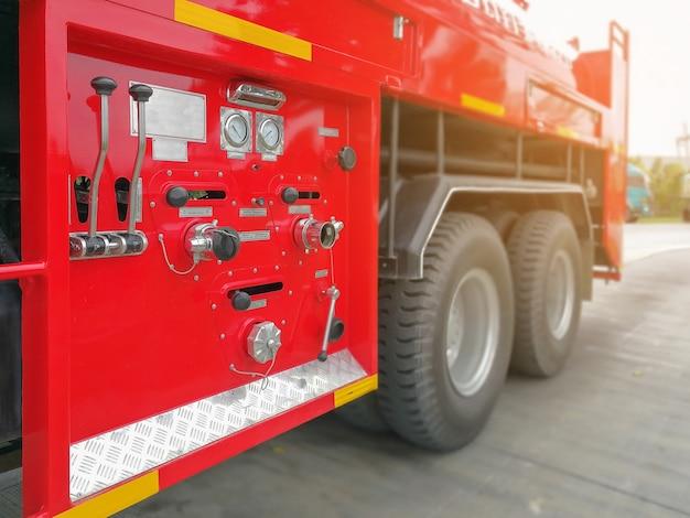 Outils pour pompiers, extincteur et tuyau, accessoires et équipement pour la lutte contre l'incendie Photo Premium