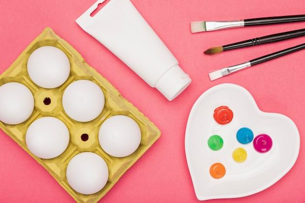 Outils De Vue De Dessus Préparés Pour Peindre Des œufs Photo gratuit