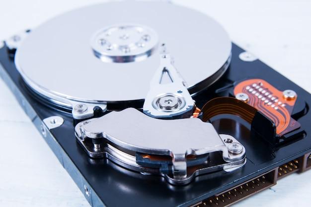 Ouvrez gros plan disque dur (hdd) Photo Premium