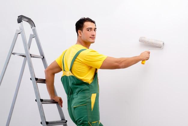 Ouvrier travaillant sur le site Photo Premium