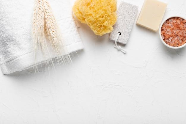 Pack concept avec produits pour le bain Photo gratuit