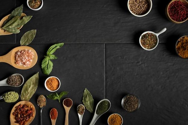 Pack Cuillère Avec Cadre à Condiments Photo gratuit