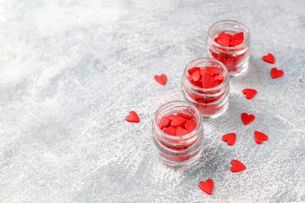 Paillettes En Forme De Coeur Rouge De La Saint-valentin. Photo gratuit