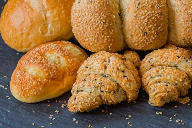 Pain de boulangerie artisanale au sésame Photo Premium