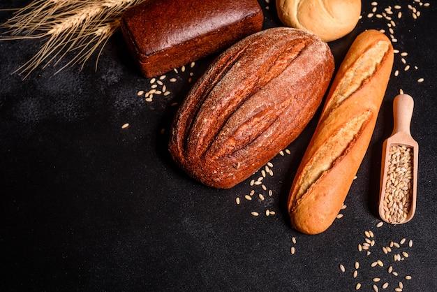 Pain Frais Parfumé Aux Grains Et Aux Cônes Photo Premium