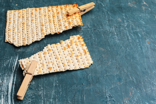 Pain matzo traditionnel juif Photo Premium