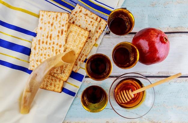 Pain torah de la fête de la pâque juive Photo Premium