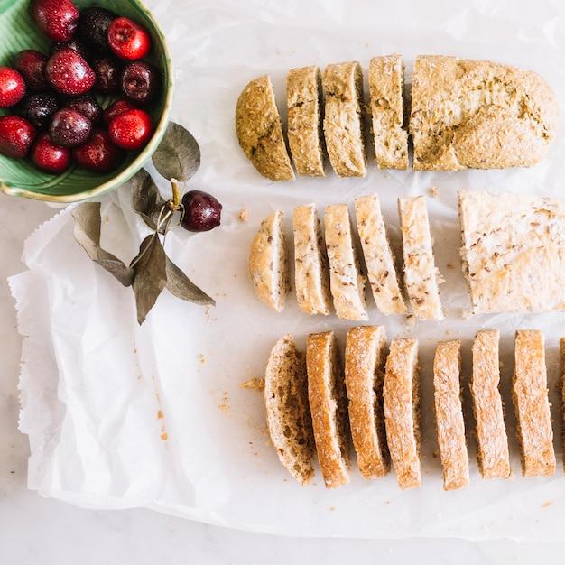 Des pains tranchés et de la gaieté Photo gratuit