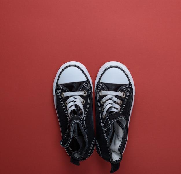 Paire de baskets noires en textile Photo Premium