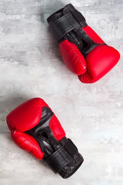 Paire de gants de boxe rouges Photo Premium