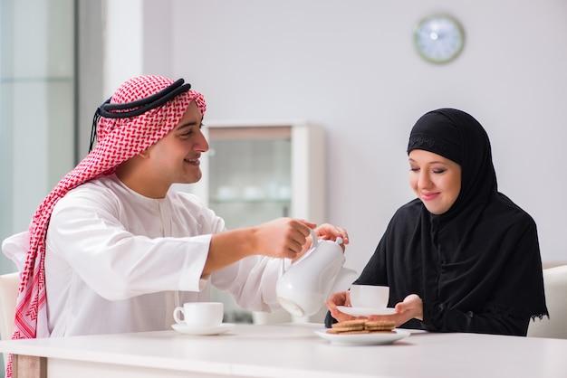 Paire homme et femme arabe Photo Premium