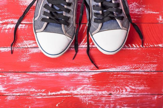 Paire de vieilles chaussures textiles bleues Photo Premium