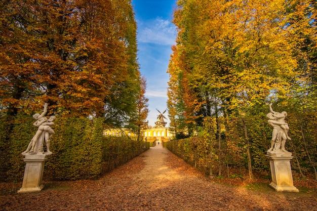 Palais de sanssouci à potsdam à l'automne, allemagne Photo Premium