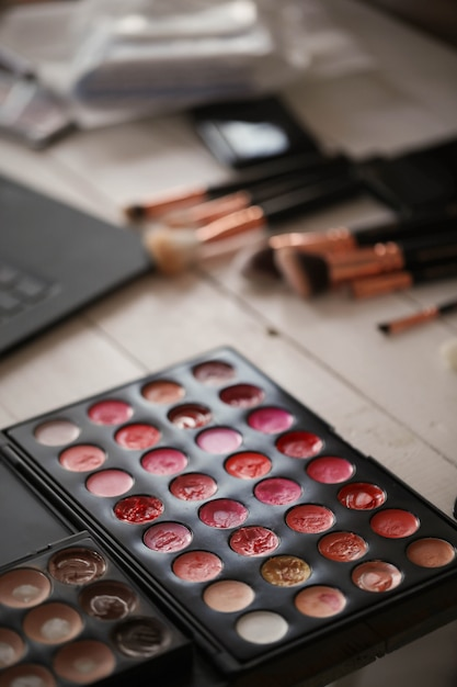 Palette De Couleurs De Maquillage Photo gratuit