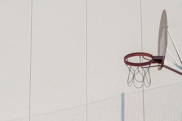 Panier de basket contre mur Photo gratuit