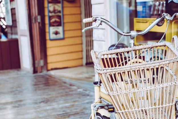 Panier de vieux vélo Photo Premium