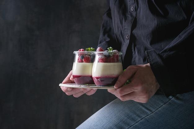 Panna cotta aux baies Photo Premium