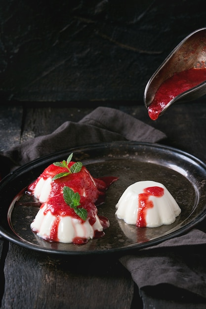 Panna Cotta Aux Fraises Photo Premium