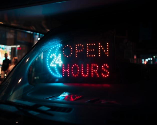 Panneau de 24 heures d'ouverture dans des néons Photo gratuit