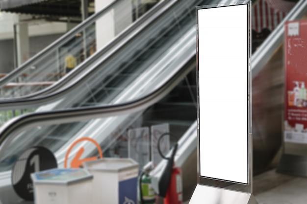 Panneau d'affichage publicitaire vide du centre commercial moderne. Photo Premium