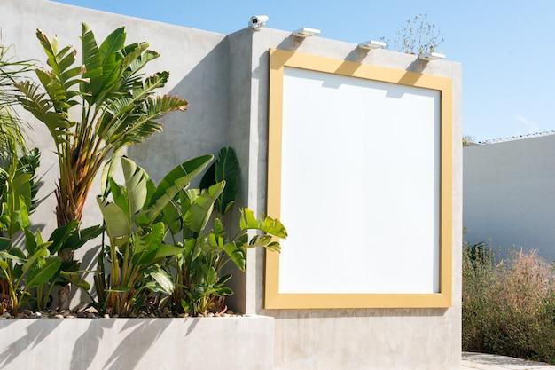 Panneau D'affichage Vide En Plein Air. Maquette. Stand Publicitaire Vide, Panneau D'information Publique Photo Premium