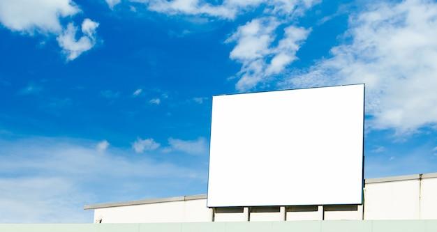 Panneau D'affichage Vide Prêt Pour La Nouvelle Publicité Photo Premium