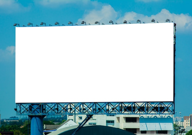 Panneau D'affichage Vide à La Ville Photo Premium