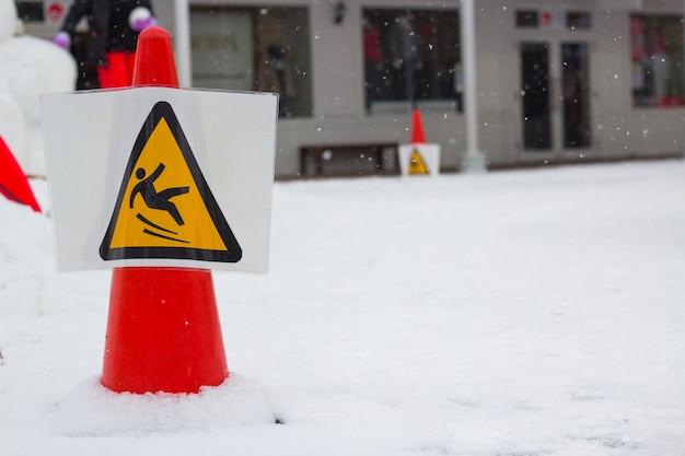 Panneau d'avertissement neige Photo Premium