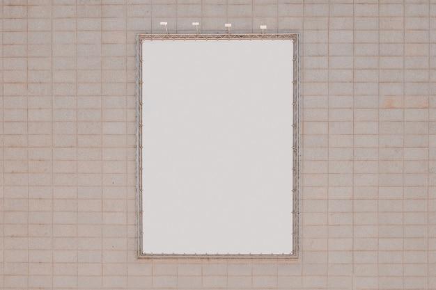 Panneau blanc sur le mur Photo gratuit