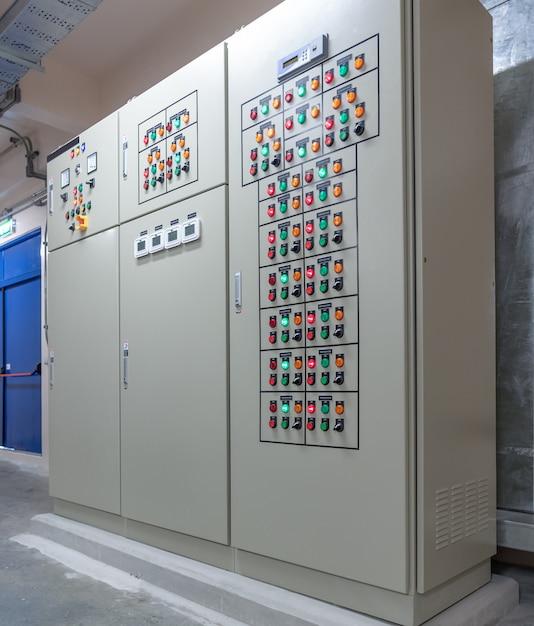 Panneau De Commutation électrique Dans La Zone Industrielle Photo Premium