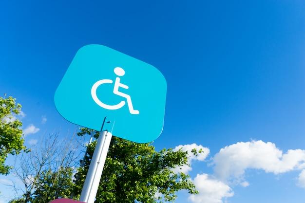 Panneau d'invalidité stationnement extérieur Photo Premium