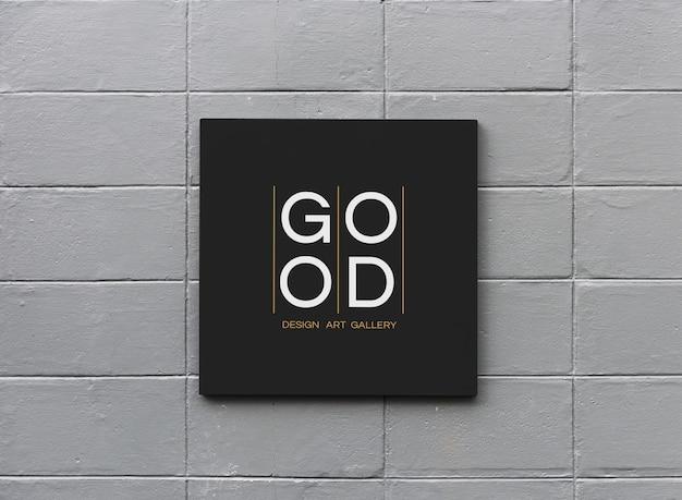 Panneau noir sur une maquette de mur blanc Photo Premium