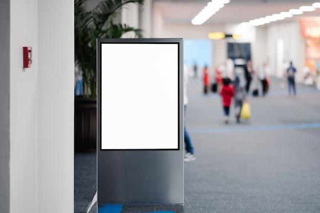 Panneau publicitaire vide à l'aéroport. Photo Premium