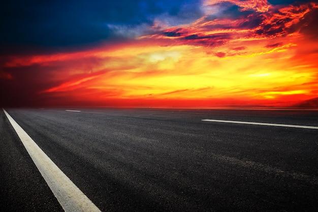 Panneau de signalisation routière design texture de fond et technologie coucher de soleil Photo Premium
