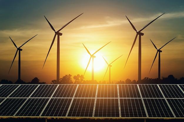 Panneau solaire et turbine avec fond de coucher de soleil Photo Premium