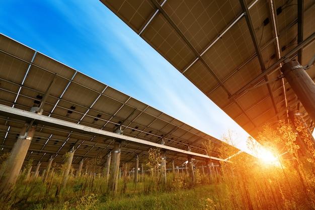 Panneaux photovoltaïques pour la production d'électricité renouvelable, navarre, aragon, espagne. Photo Premium
