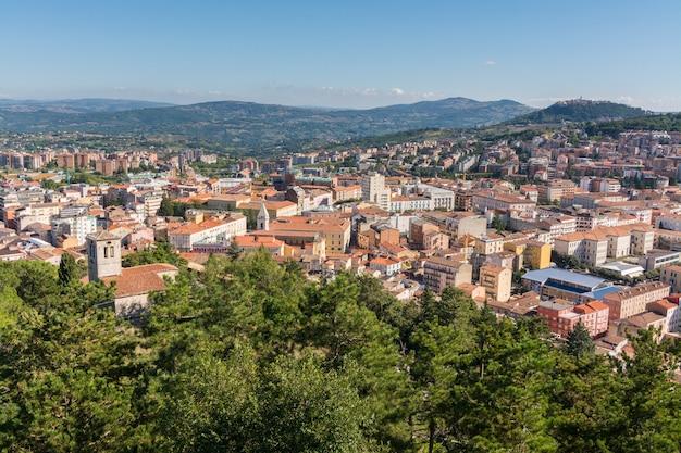 Panorama De Campobasso Dans Molise Vue Depuis Le Château De Monforte Photo Premium
