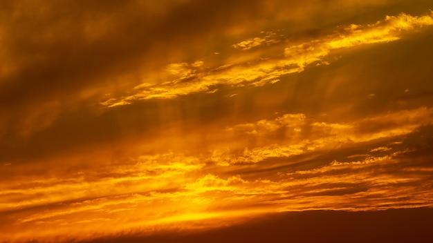 Panorama heure doré ciel et nuage nature fond Photo Premium