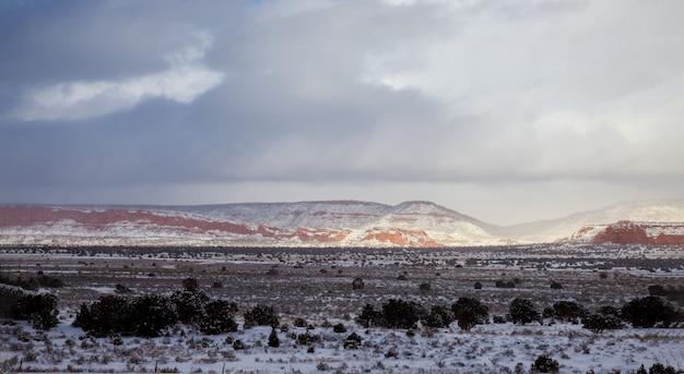 Panorama, montagnes, ciel, désert, hiver, nouveau mexique Photo Premium