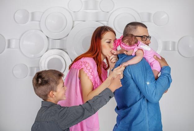 Papa, maman, soeur et frère. Photo Premium