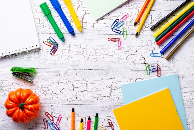 Papeterie colorée différente pour étudiant Photo Premium